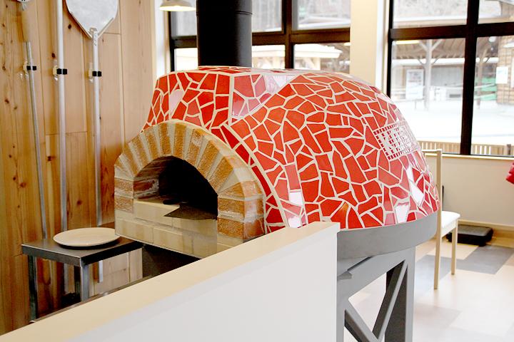 完成したピザ窯