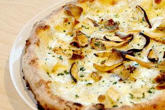 きのこと5種類のチーズピッツァ
